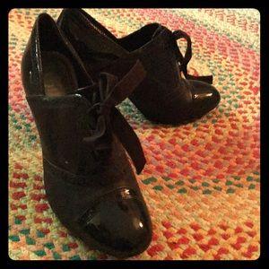 Gianni Bini vintage style dark brown heels laces